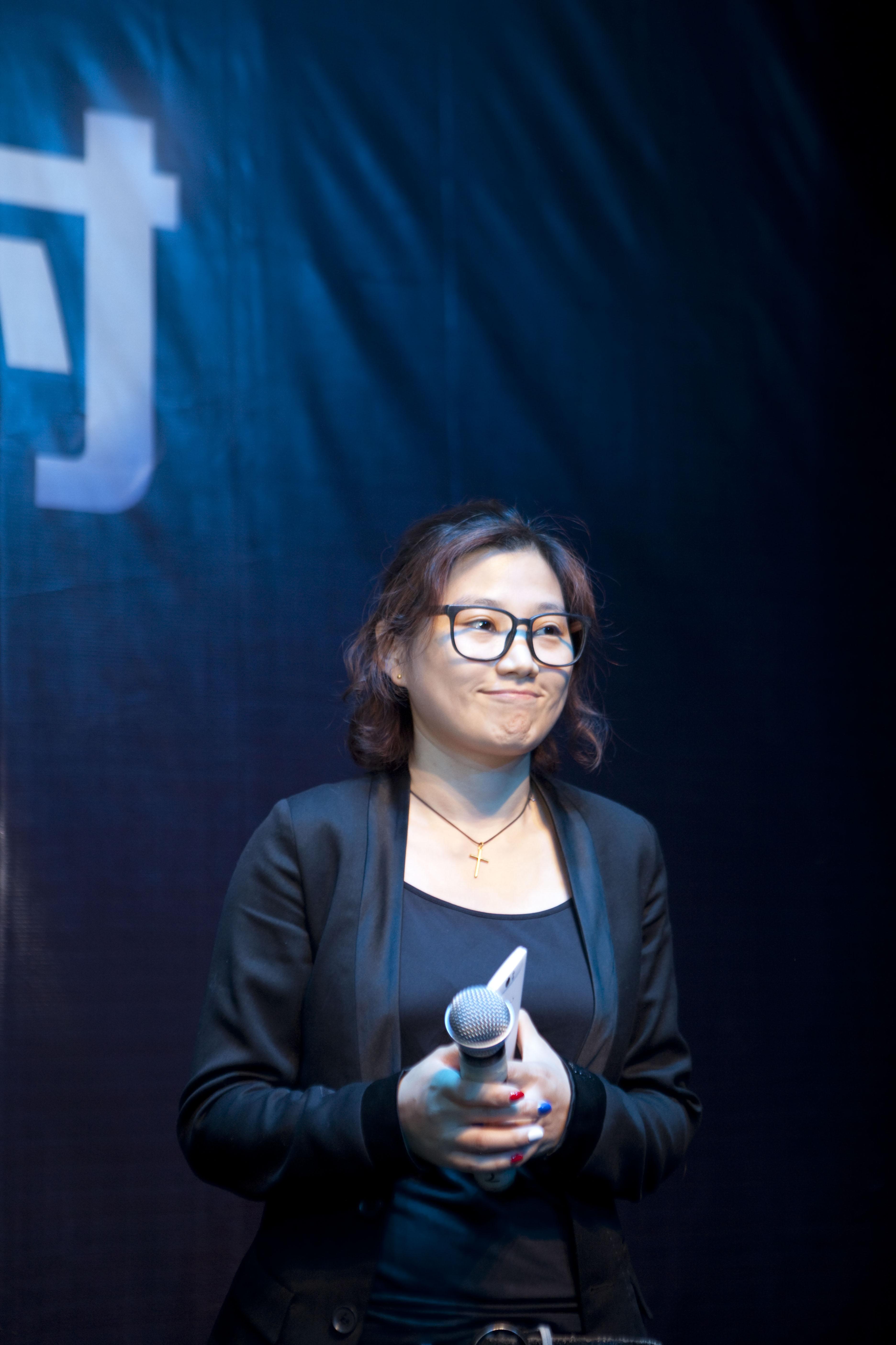 首席产品设计师李婕)-OPPO 米原康正到处转转潮爆羊城
