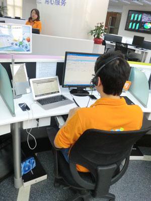 中国电信智能手机技术支持中心为每位接线员配置