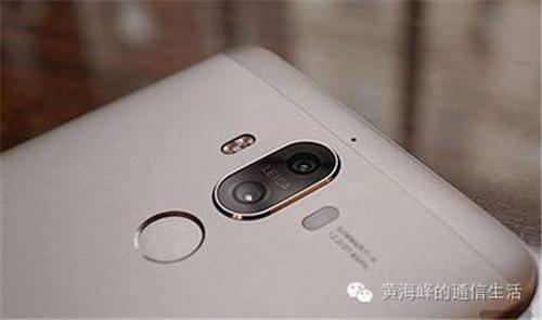 在相机方面,华为mate9搭载了华为与leica 联合设计的第二代双摄像头图片