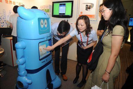 """图为昨日""""2010年中国国际物联网大会""""现场。IC 图"""